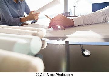 modèles, logement, projets, sur, table, de, femme, architectes