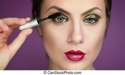 modèles, pendant, gros plan, studio, maquillage