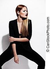 moda alta, look.glamor, retrato, de, bonito, excitado, elegante, caucasiano, mulher jovem, modelo, em, pretas, pano, com, luminoso, maquilagem