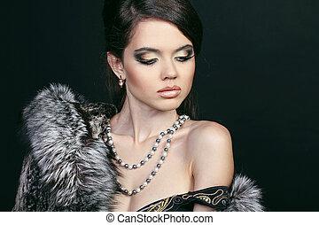 moda, atractivo, mujer en abrigo de piel