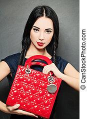 moda, belleza, retrato, de, mujer, con, rojo, bolso