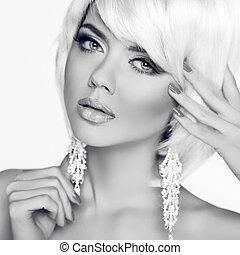 moda, bellezza, girl., ritratto donna, con, bianco, corto, hair., nero, annuncio, bianco, foto studio