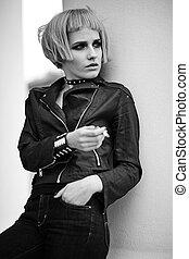 moda, biondo, modello, in, adolescente, stile, in, parrucca, fuori, strada