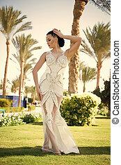moda, brunetta, hair., ragazza, vestire, sensuale, garden., gioielleria, face., tropicale, perla, bianco, donna, bellezza, trucco, fascino, matrimonio, beads., sguardo, diadema, sposa, modello