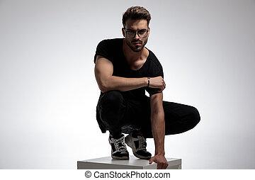 moda, casuale, atteggiarsi, uomo, sexy, far male, standing
