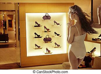 moda, donna guardando, a, alto-tallone ferra
