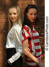 moda, dos mujeres