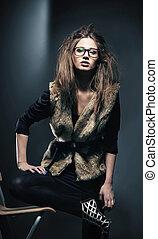 moda, estilo, foto, de, joven, morena, llevando gafas