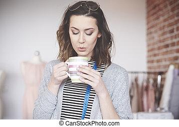 moda, femininas, desenhista, desfrutando, café