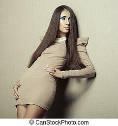 moda, foto, de, joven, sensual, mujer, en, beige, vestido