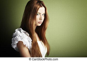 moda, foto, de, un, mujer joven, con, pelo rojo