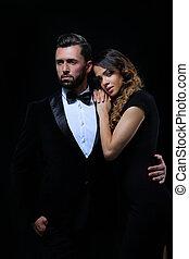 moda, foto del estudio, de, hermoso, pareja, en, elegante, ropa