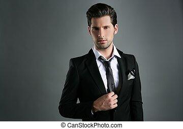 moda, joven, hombre de negocios, juego negro, casual, corbata