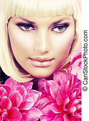 moda, loura, menina, com, grande, flores côr-de-rosa
