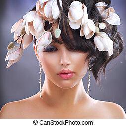 moda, morena, menina, com, magnólia, flowers., penteado