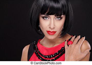 moda, morena, retrato de mujer, con, labios rojos, aislado, en, un, negro, fondo., actuación, anillo