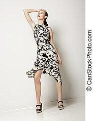 moda, mujer, en, luz, manchado, dress., diseño, de, contemporáneo, ropa