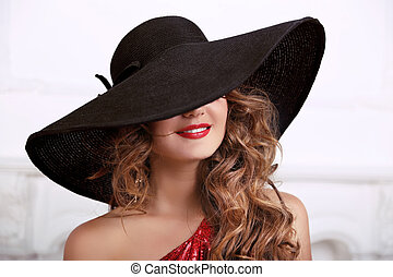 moda, mujer, en, sombrero, con, rojo, lips., belleza, retrato de mujer, con, largo, rizado, hair., caliente, dama, mouth.