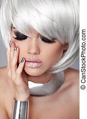 moda, nails., beleza, girl., hair., isolado, fringe., cinzento, experiência., branca, shortinho, hairstyle., loura, manicured, retrato, close-up., woman., rosto, style., voga