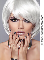 moda, nails., belleza, girl., hair., aislado, fringe., gris, fondo., blanco, cortocircuito, hairstyle., rubio, manicured, retrato, close-up., woman., cara, style., moda