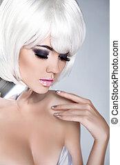 moda, nails., belleza, girl., hair., aislado, fringe., gris, fondo., blanco, cortocircuito, hairstyle., rubio, manicured, retrato, close-up., woman., cara, style., moda
