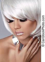 moda, olho, hairstyle., beleza, girl., branca, isolado, makeup., cinzento, experiência., shortinho, fringe., loura, hair., retrato, close-up., woman., rosto, style., voga