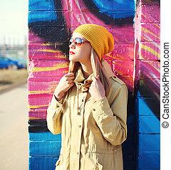 moda, perfil, retrato, bastante, rubio, mujer, en, gafas de sol