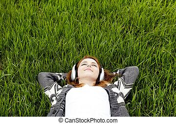 moda, primavera, auriculares, joven, grass., verde, niña,...