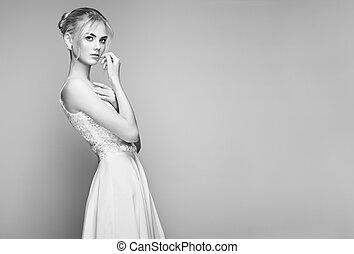 moda, retrato, de, bonito, mulher jovem, com, cabelo loiro
