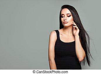moda, retrato, de, fascinante, mulher jovem, modelo, com, longo, saudável, cabelo, e, natural, maquilagem, ligado, bandeira, fundo