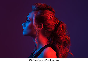 moda, retrato, de, hermoso, woman., hairstyle., azul y rojo, light.