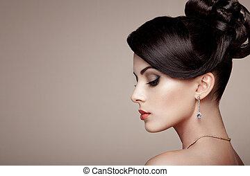 moda, retrato, de, joven, mujer hermosa, con, joyas