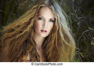 moda, retrato, de, joven, sensual, mujer, en, jardín