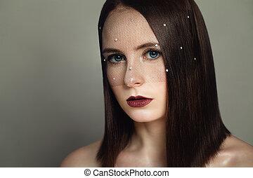 moda, retrato, de, modelo, mulher, com, cabelo escuro