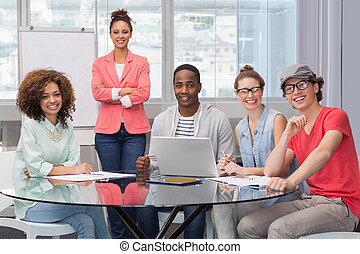 moda, studente, dando presentazione