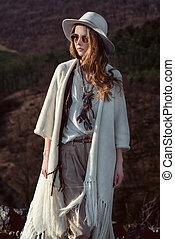 moda, viajero, el caminar de la mujer
