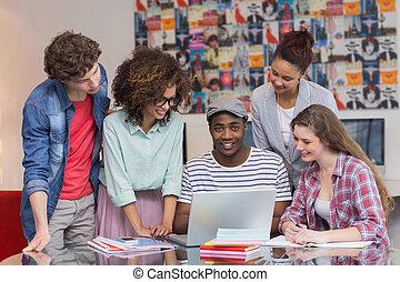 mode, étudiants, travailler équipe