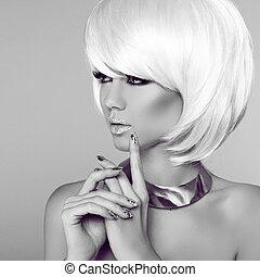 mode, blond, girl., schoenheit, porträt, woman., weißes, kurz, hair., manicured, nails., schwarz weiß, photo., fringe., mode, style.
