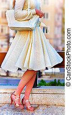 mode, femme, dans, automne, printemps, robe, à, à jambes...