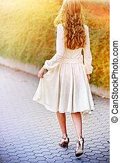 mode, femme, dans, automne, printemps, robe, sur, rue ville,...