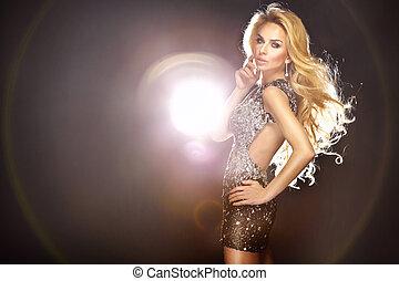 mode, foto, av, ung, vacker, dansande, kvinna, med, länge, förbundet hår, och, lysande, dress.