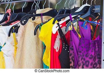 mode, kleding, op, hangers, op, de, tonen