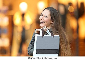 mode, koper, kijken naar van fototoestel, in, een, winkel