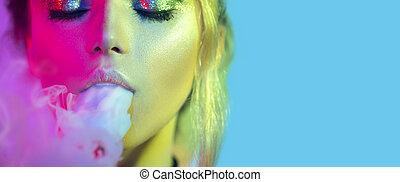 mode, kunst- portrait, von, schoenheit, modell, frau, in, helle lichter, mit, bunte, smoke., qualmende , m�dchen