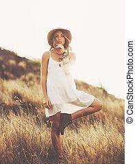 mode, porträt, von, schöne , junge frau, backlit, an,...