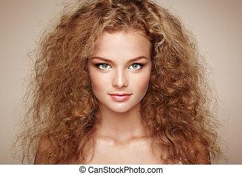 mode, stående, av, ung, vacker kvinna, med, elegant, frisyr