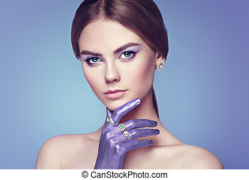 mode, stående, av, ung, vacker kvinna, med, smycken