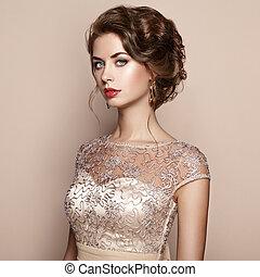 mode, stående, av, vacker kvinna, in, elegant, klänning