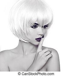 mode, stil, schoenheit, frauenportraets, mit, weißes, kurz, hair., schwarzes weißes foto