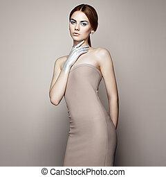 mode, verticaal, van, elegant, vrouw in de verzorgen van een wond